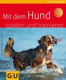Mit dem Hund spielen und traininieren